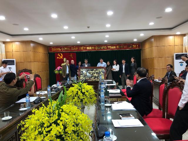 Đoàn học viên lớp TCLLCT-HC chính quy K38 Trường Chính trị Nguyễn Văn Cừ tỉnh Bắc Ninh thăm và làm việc với UBND huyện Vân Hồ, tỉnh Sơn La