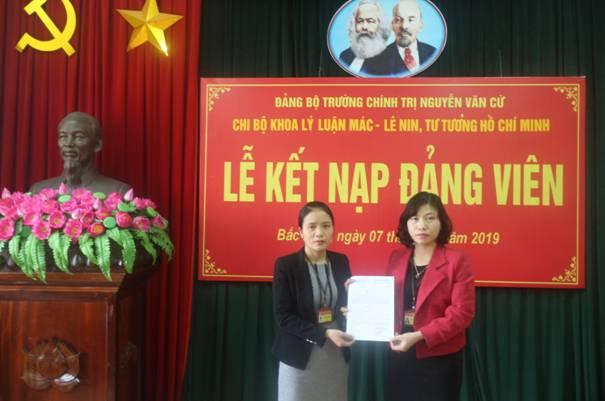 Lễ Kết nạp đảng viên của Chi bộ Khoa Lý luận Mác-Lênin, tư tưởng Hồ Chí Minh