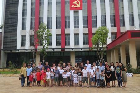 Chi đoàn TNCS Hồ Chí Minh, Trường Chính trị Nguyễn Văn Cừ tổ chức hoạt động thăm quan, học tập cho các cháu thiếu nhi nhân ngày  Quốc tế thiếu nhi 1/6.